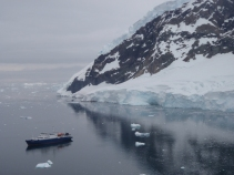Still in amazingly calm waters as we anchor for another trip out the following day