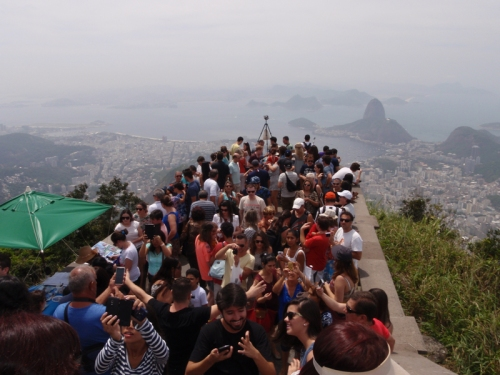 Crazy crowds at the foot of the Christo Redentor statue
