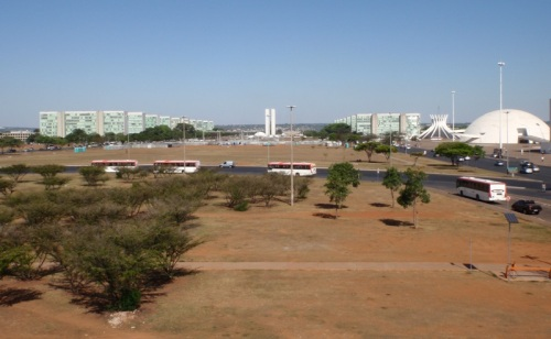 Looking down through the heart of Brasilia, along Exio Monumental, through the Esplanada dos Ministérios (ministry buildings on either side), towards the main seat of government