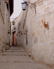 The alley that leads to our chosen picanteria